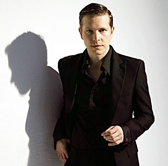 matt-czuchry-2-hollywood-journal.jpg